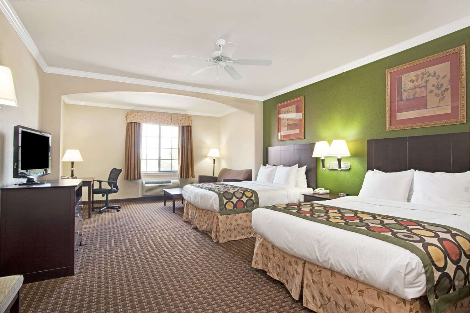 Suite - Super 8 Hotel Greenspoint Houston