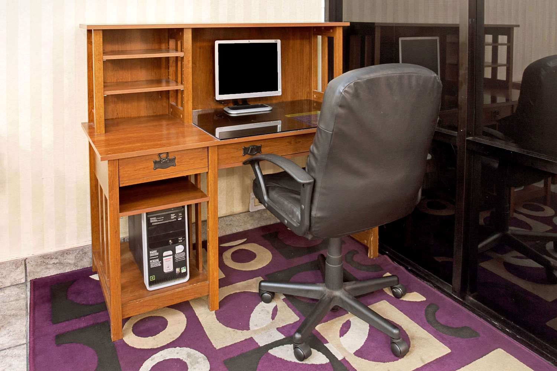 Conference Area - Days Inn & Suites Artesia