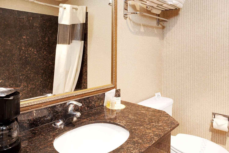 Room - Days Inn & Suites Artesia