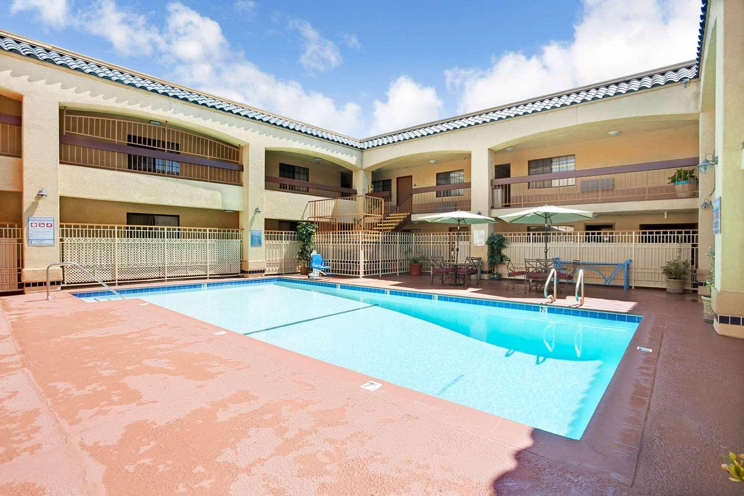 Pool - Days Inn & Suites Artesia