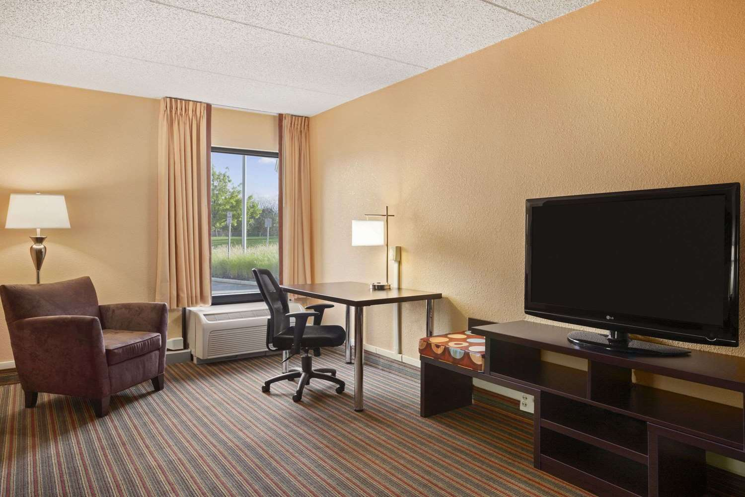 Room - Super 8 Hotel Mt Laurel