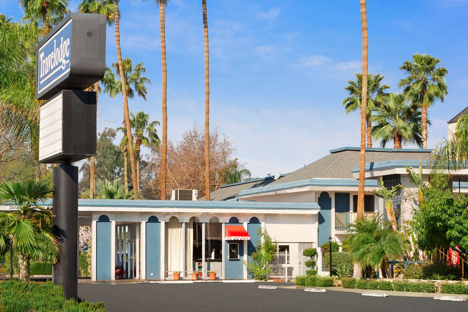 Exterior view - Travelodge Bakersfield