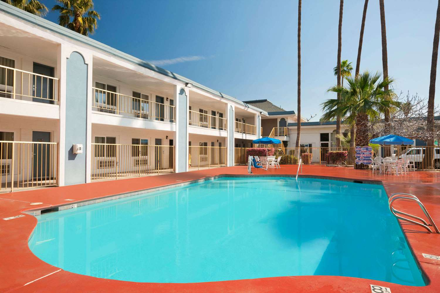 Pool - Travelodge Bakersfield