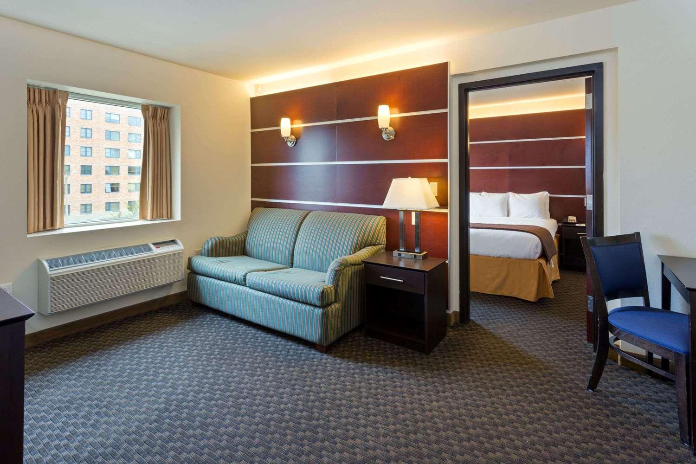 Suite - Days Inn & Suites Milwaukee