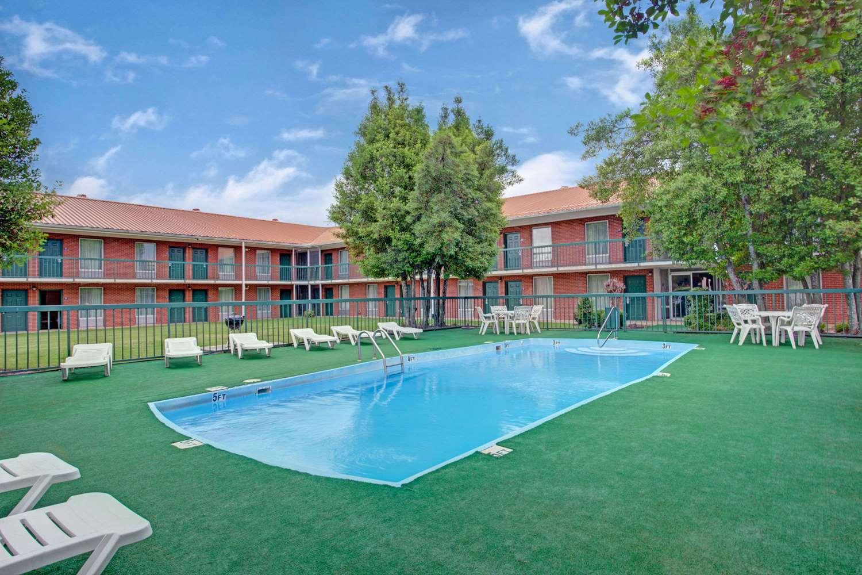 Pool - Days Inn Collierville