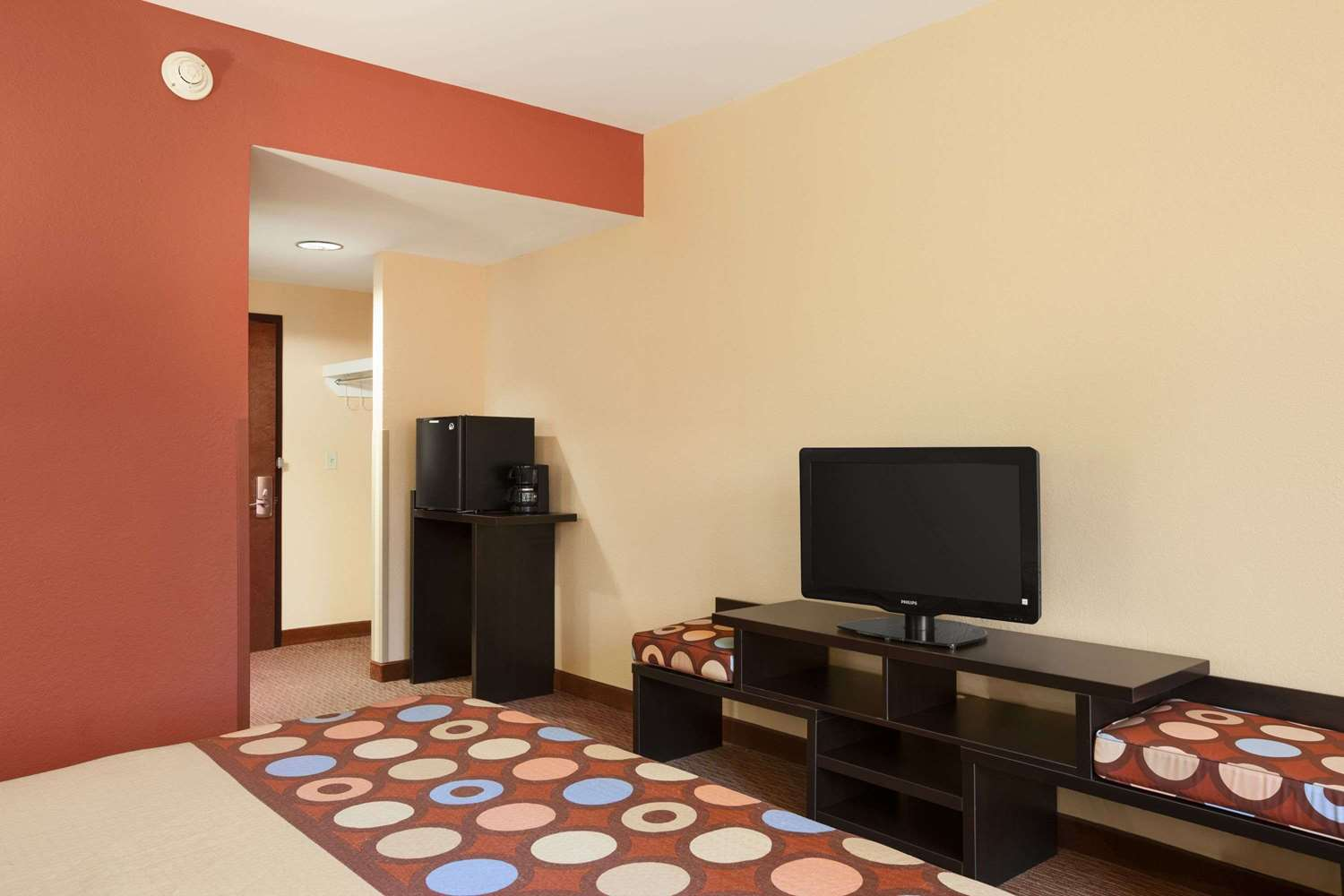 Room - Super 8 Hotel Pennsville