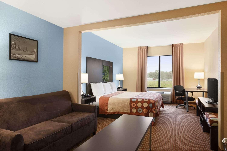 Suite - Super 8 Hotel Pennsville