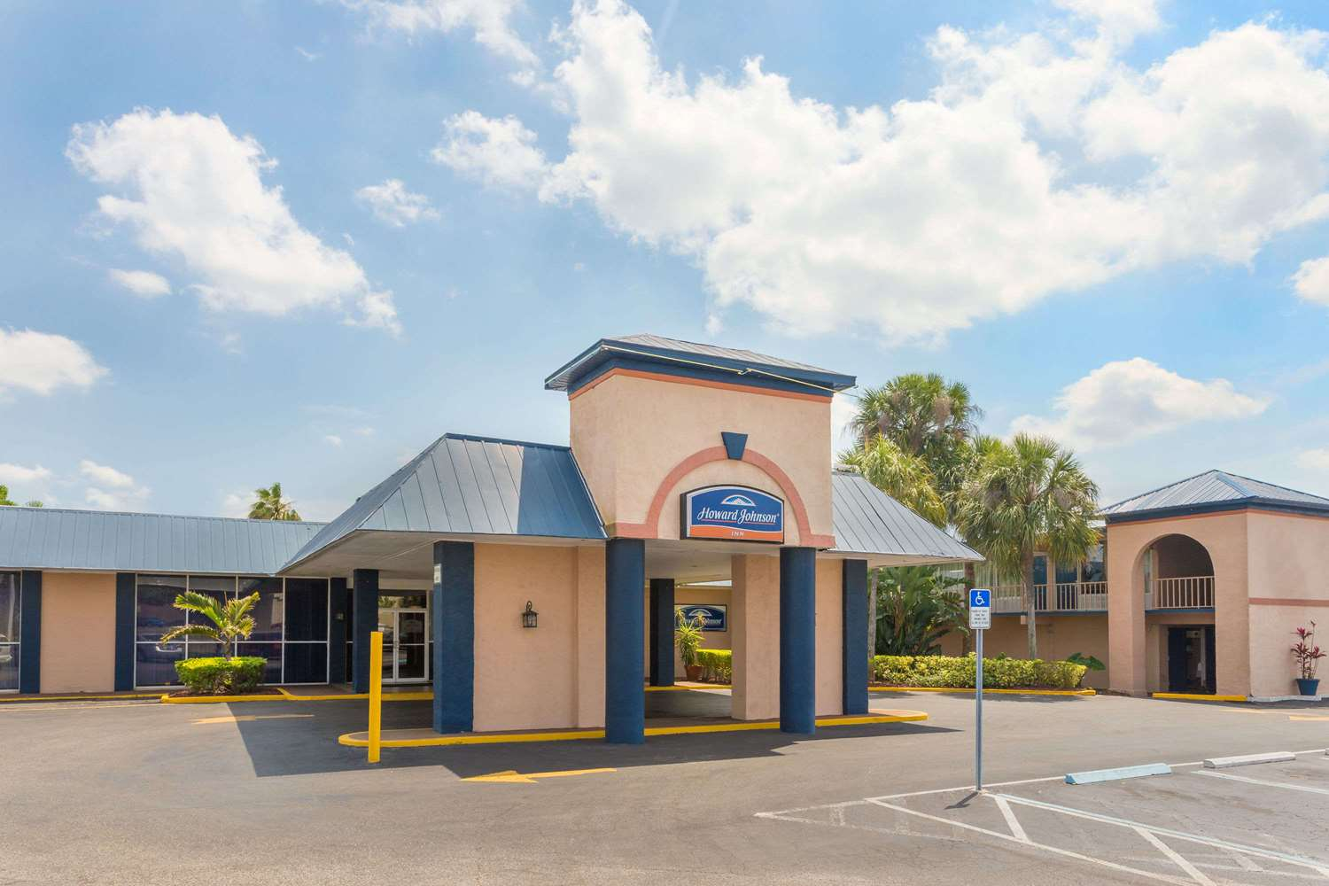 Exterior view - Howard Johnson Lakeland