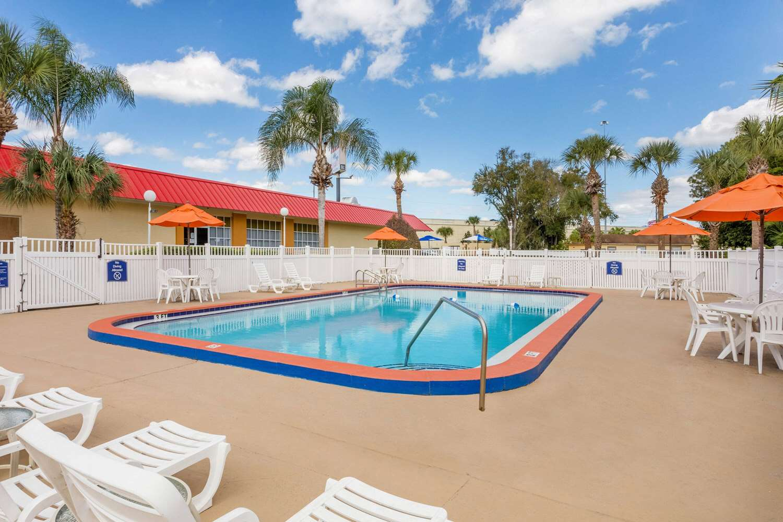 Pool - Howard Johnson Lakeland