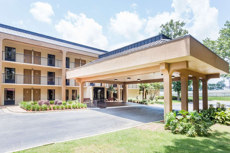 Exterior view - Baymont Inn & Suites Pensacola