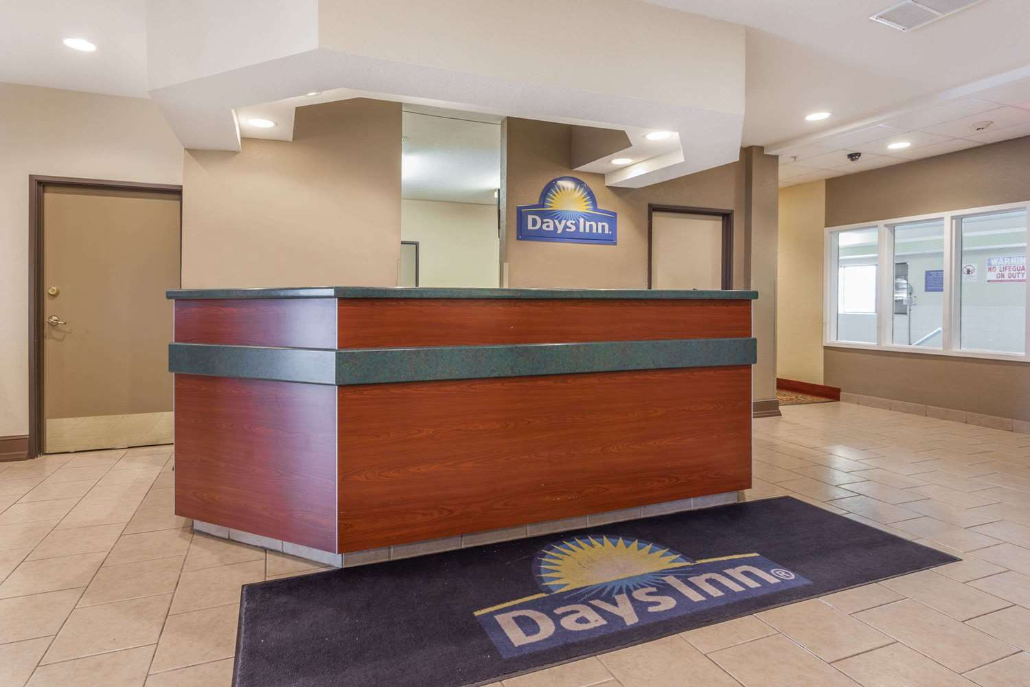 Lobby - Days Inn Speedway Kansas City
