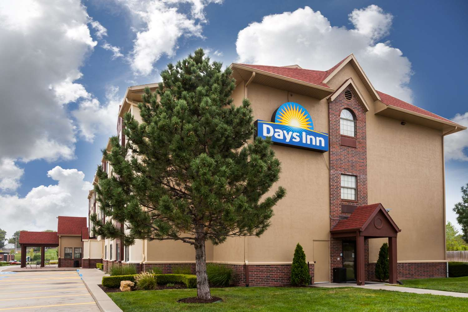 Exterior view - Days Inn Speedway Kansas City