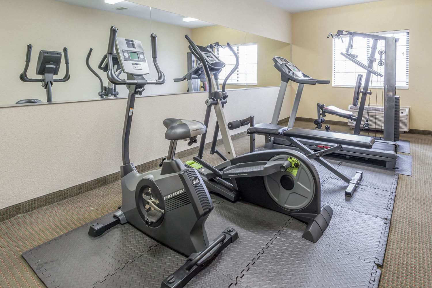 Fitness/ Exercise Room - Days Inn Speedway Kansas City