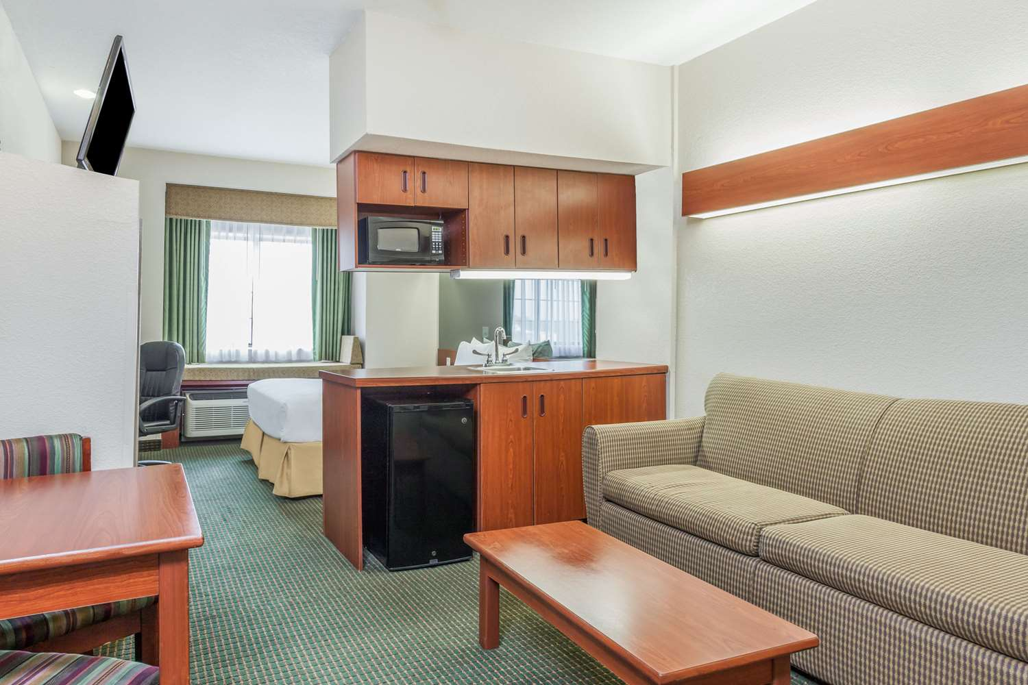 Suite - Days Inn Speedway Kansas City