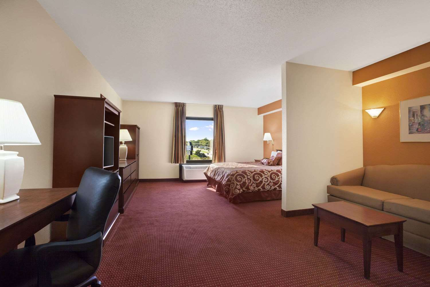 Suite - Days Inn & Suites Cedar Rapids