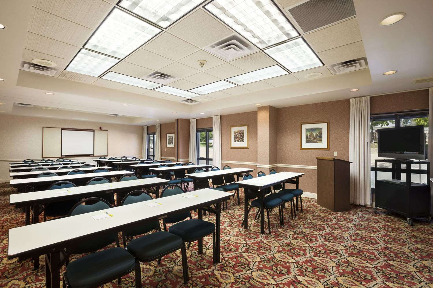 Meeting Facilities - Days Inn & Suites Cedar Rapids