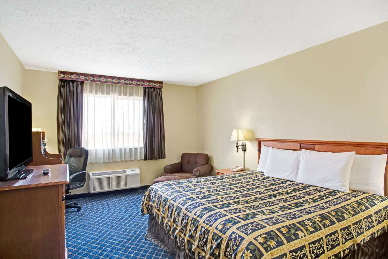 Room - Days Inn Brigham City
