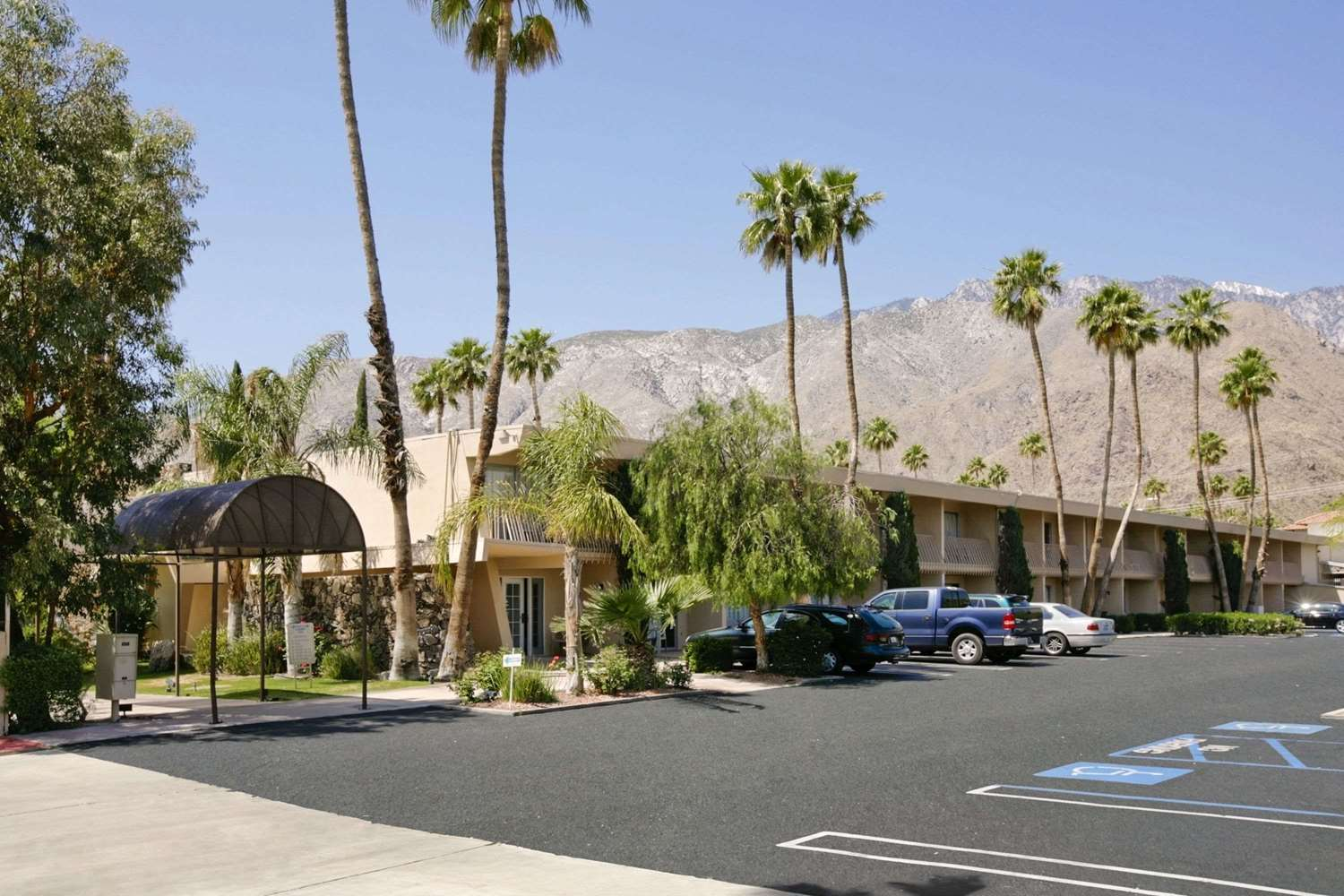Hotels Near Agua Caliente Palm Springs