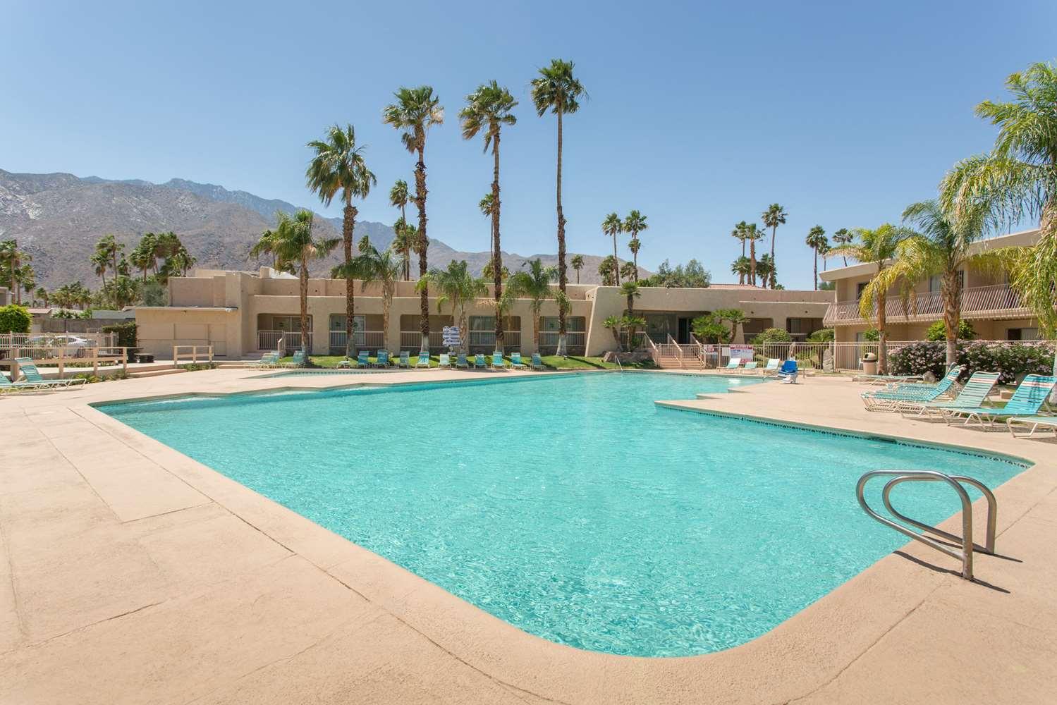 Pool - Days Inn Palm Springs