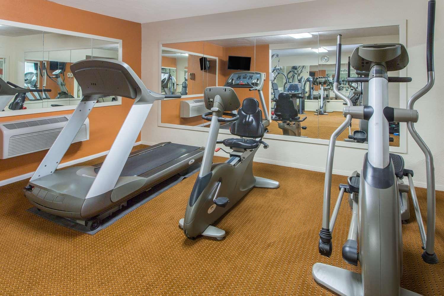 Fitness/ Exercise Room - Days Inn Palm Springs