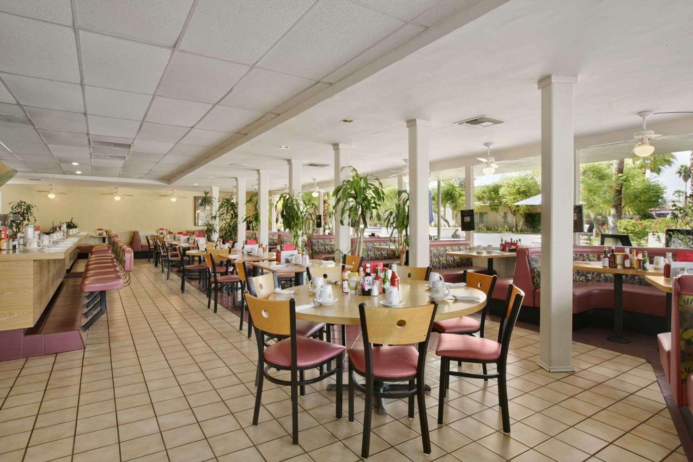 Restaurant - Days Inn Palm Springs