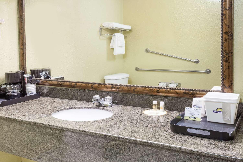 Room - Days Inn San Bernardino Redlands