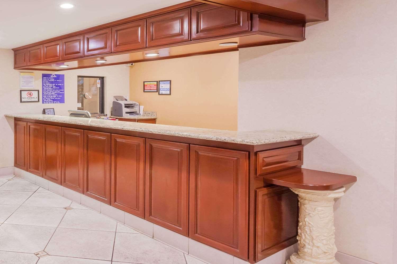Lobby - Days Inn San Bernardino Redlands
