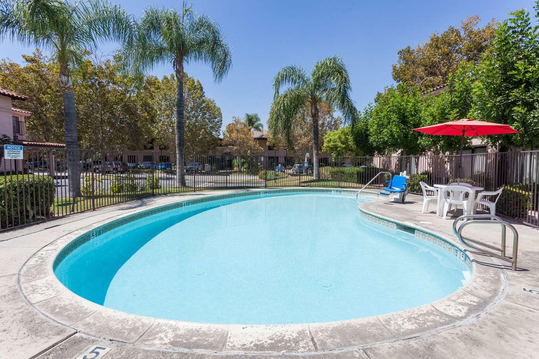 Pool - Days Inn San Bernardino Redlands