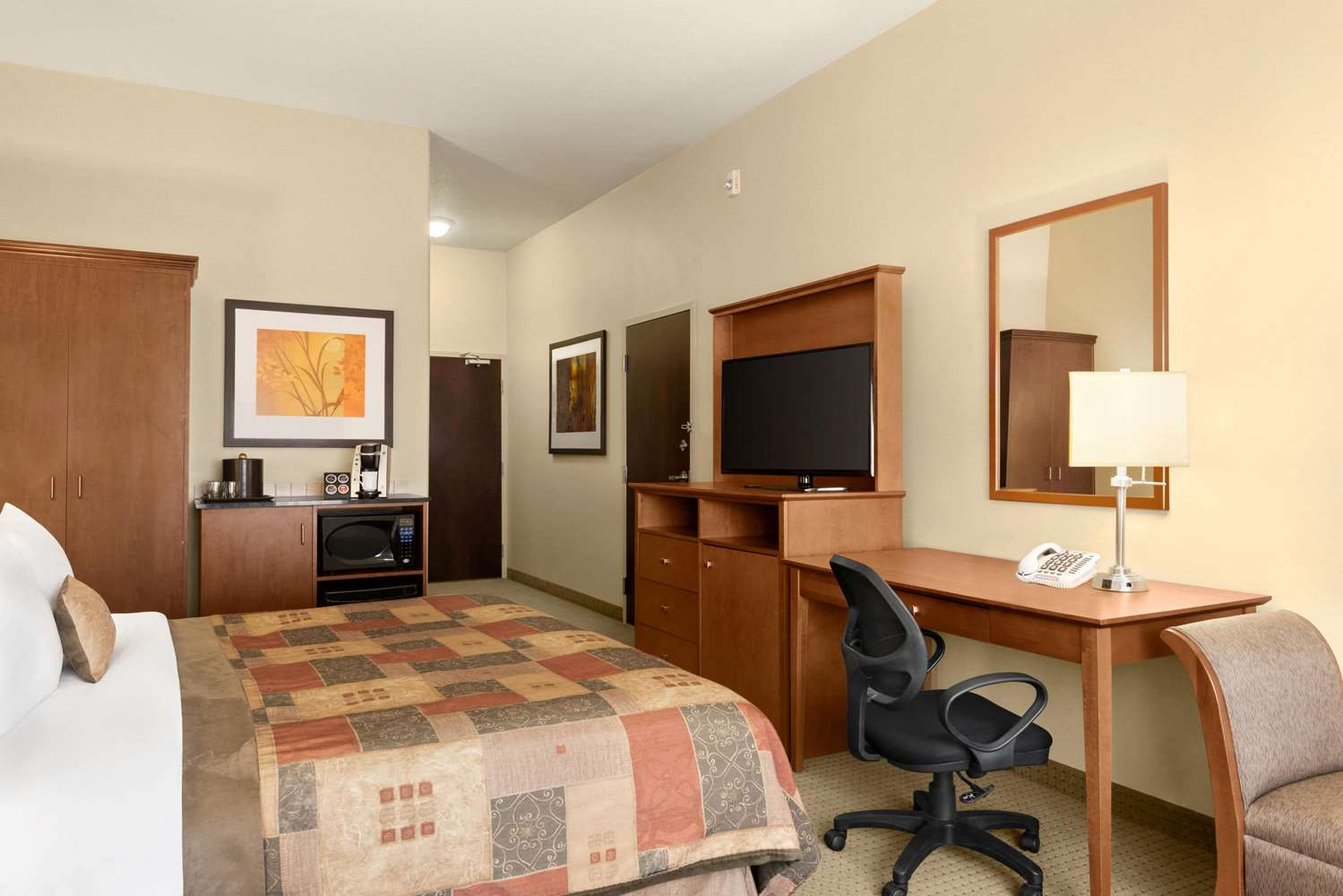 Room - Ramada Inn Drayton Valley