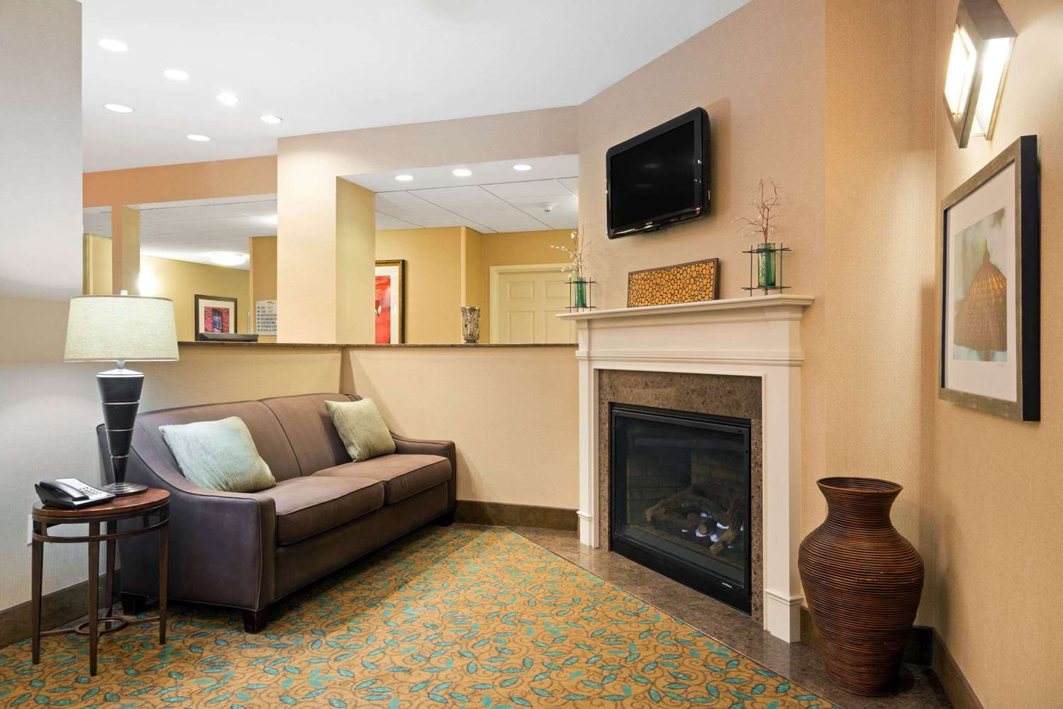 Lobby - Baymont Inn & Suites Airport Denver