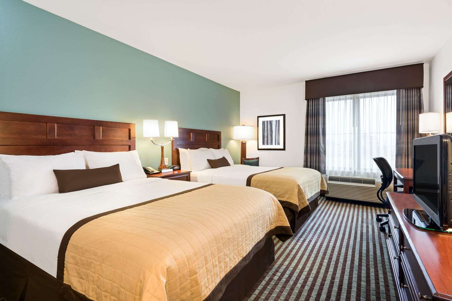Room - Baymont Inn & Suites Airport Denver