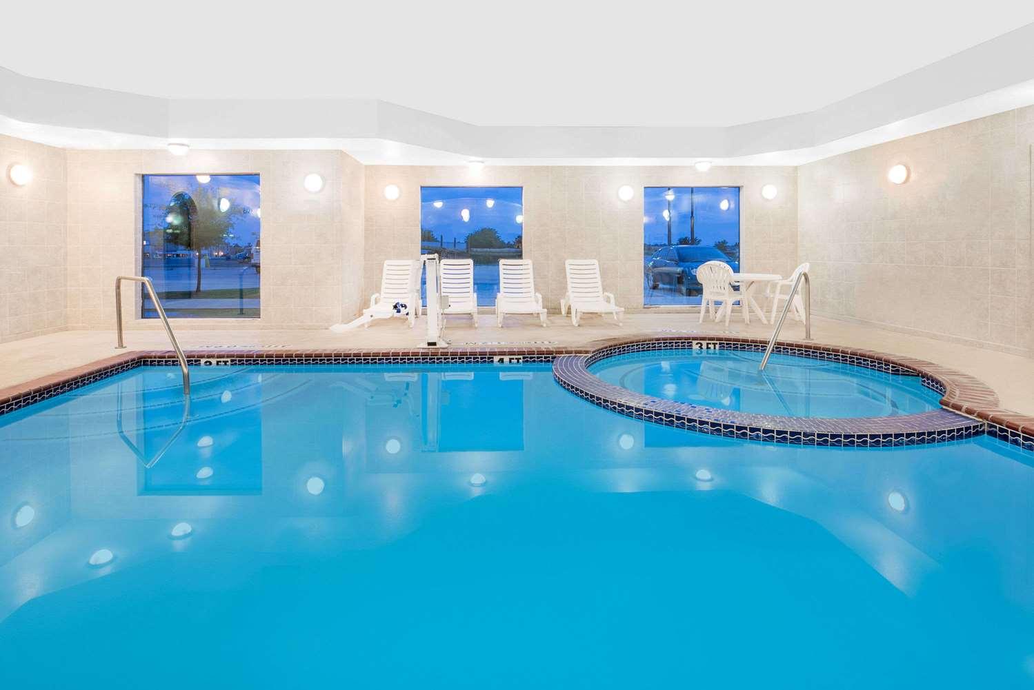 Pool - Baymont Inn & Suites Snyder