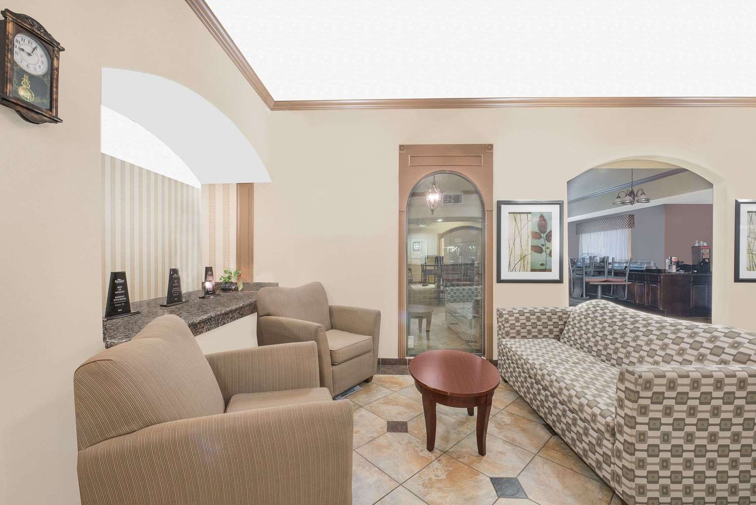 Lobby - Baymont Inn & Suites Snyder