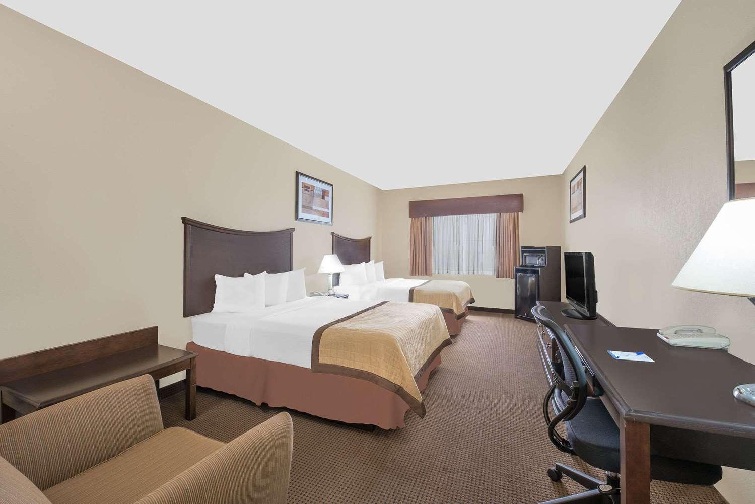 Room - Baymont Inn & Suites Snyder