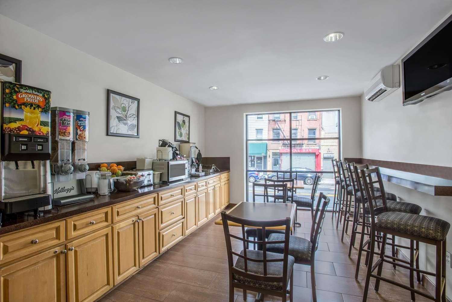 proam - Super 8 Hotel Brooklyn Heights