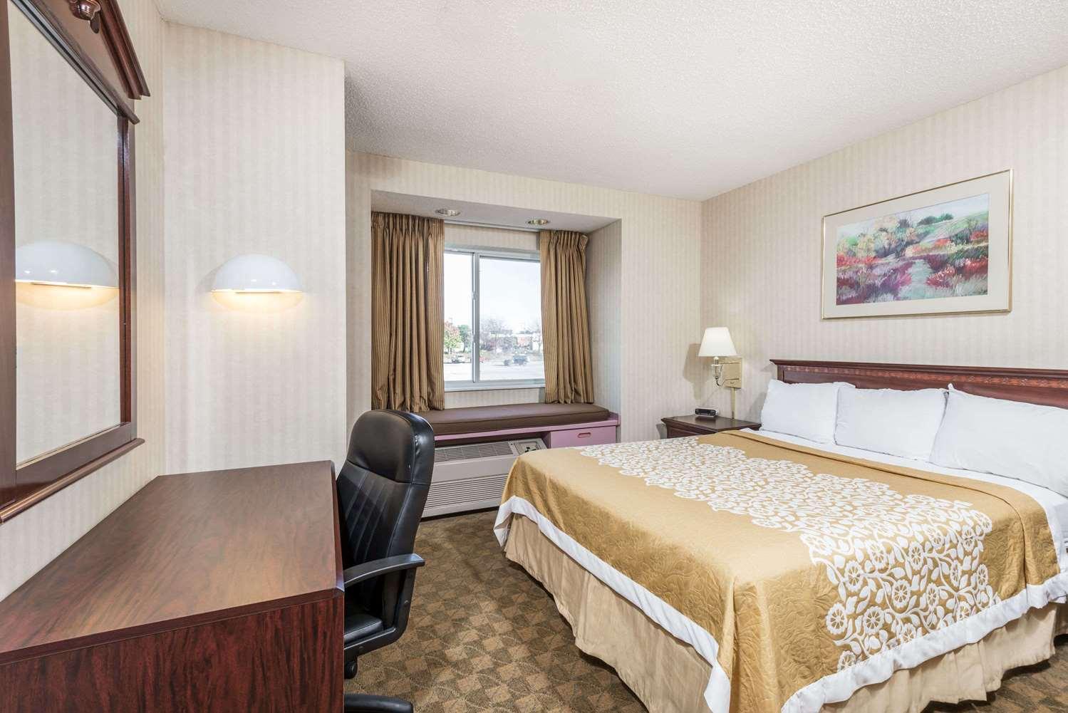 Room - Days Inn Boardman