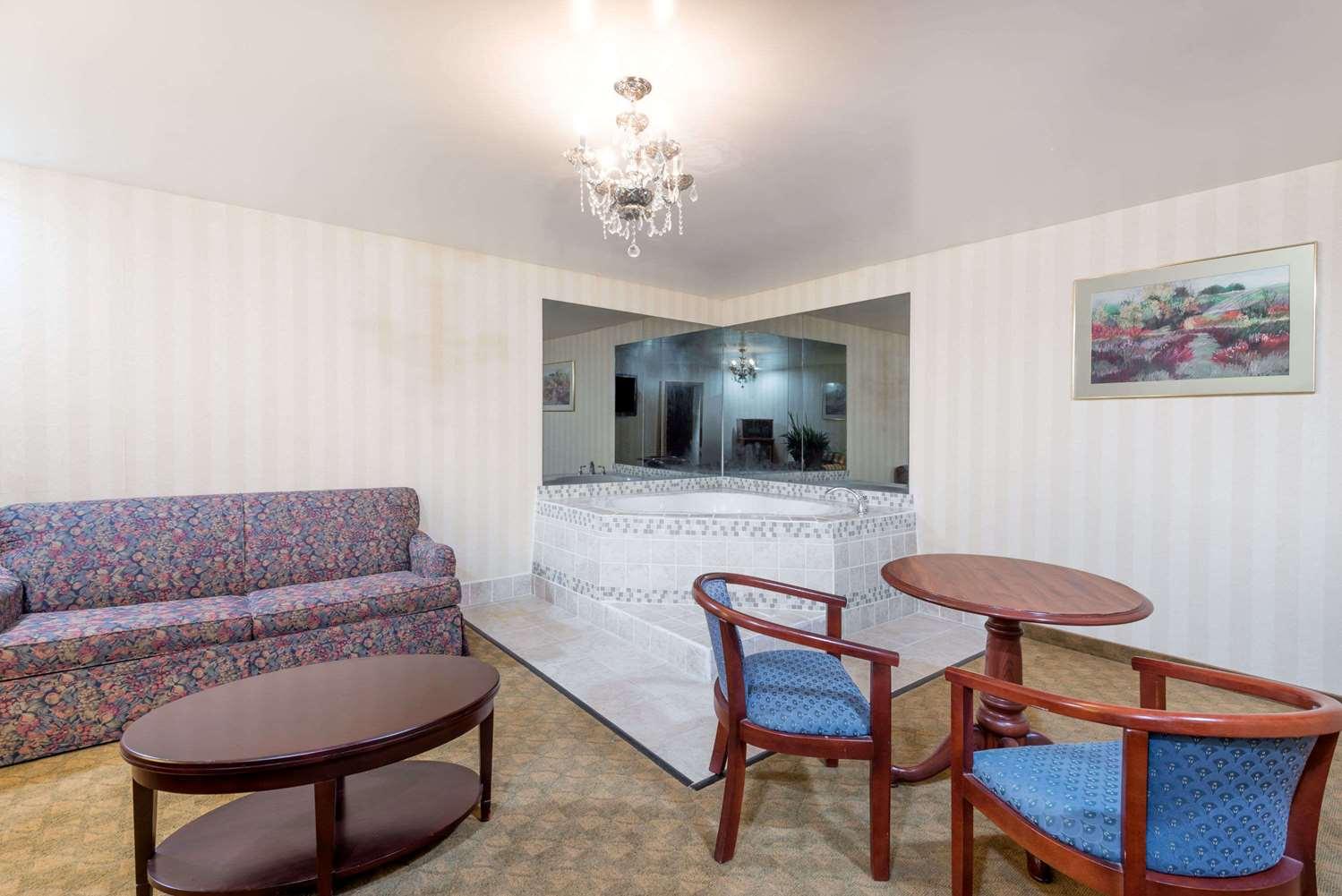Suite - Days Inn Boardman