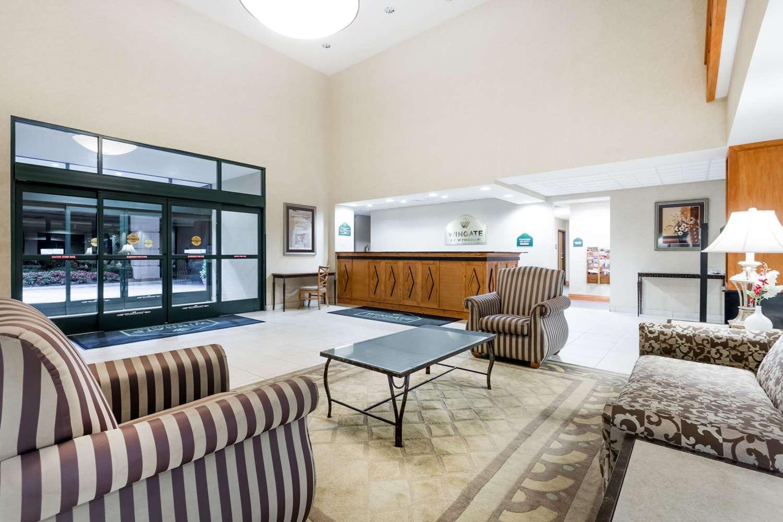 Lobby - Wingate by Wyndham Hotel LaGrange