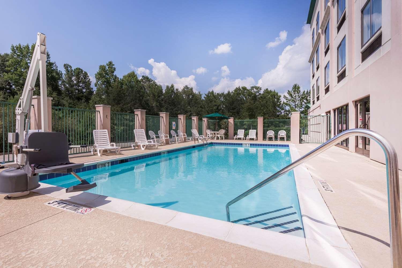 Pool - Wingate by Wyndham Hotel LaGrange