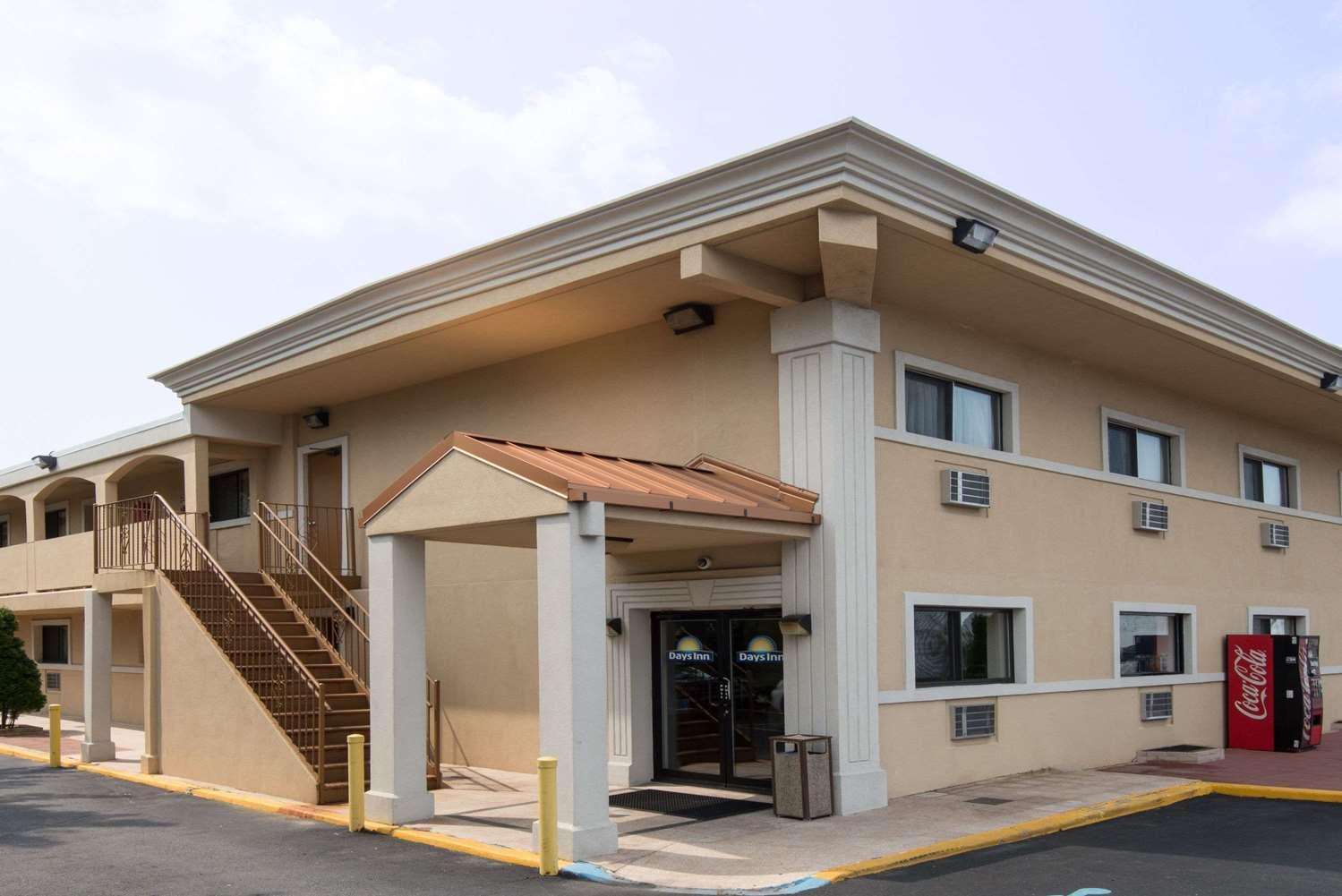 Exterior view - Days Inn Long Island Copiague