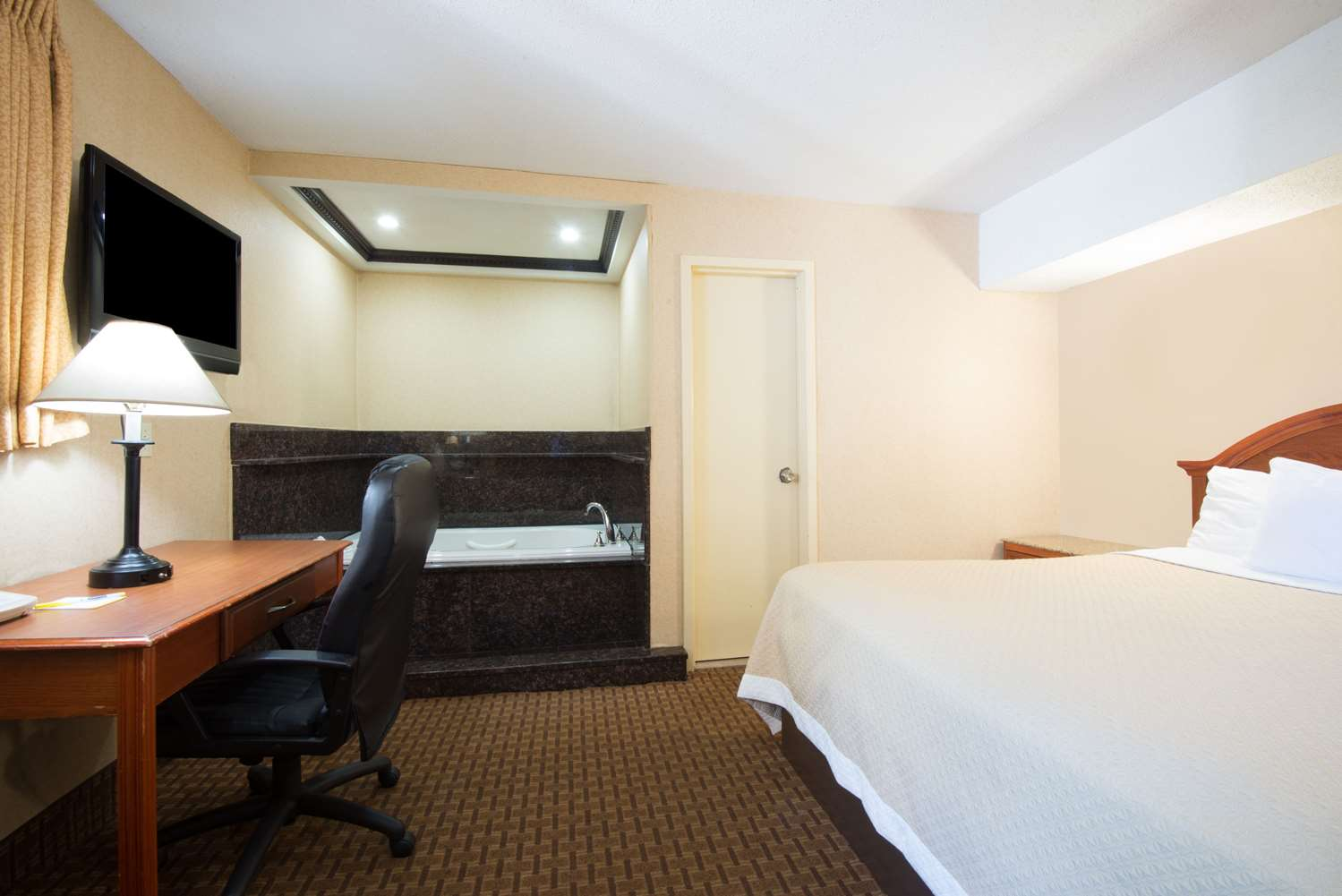 Suite - Days Inn Long Island Copiague