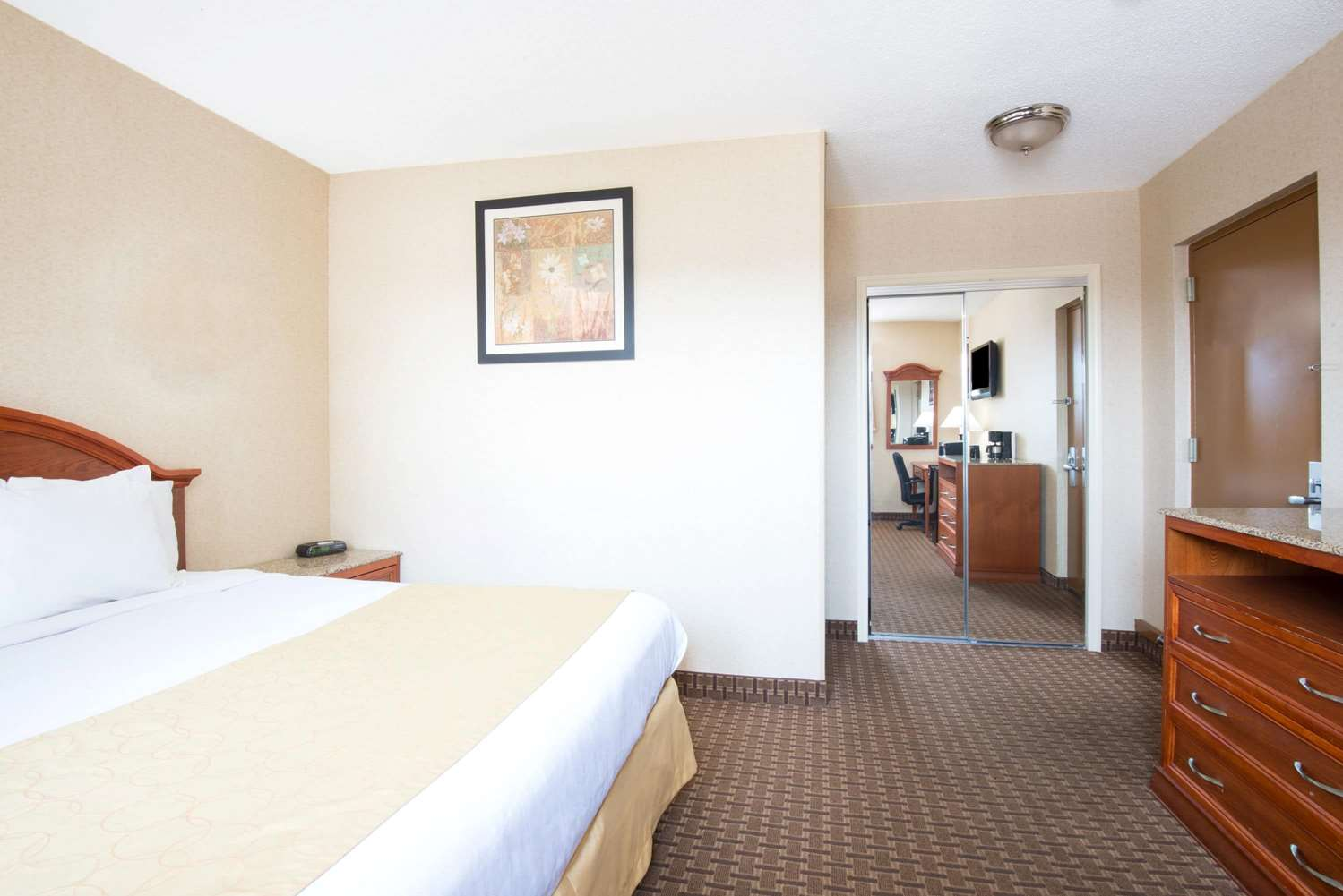 Room - Days Inn Long Island Copiague