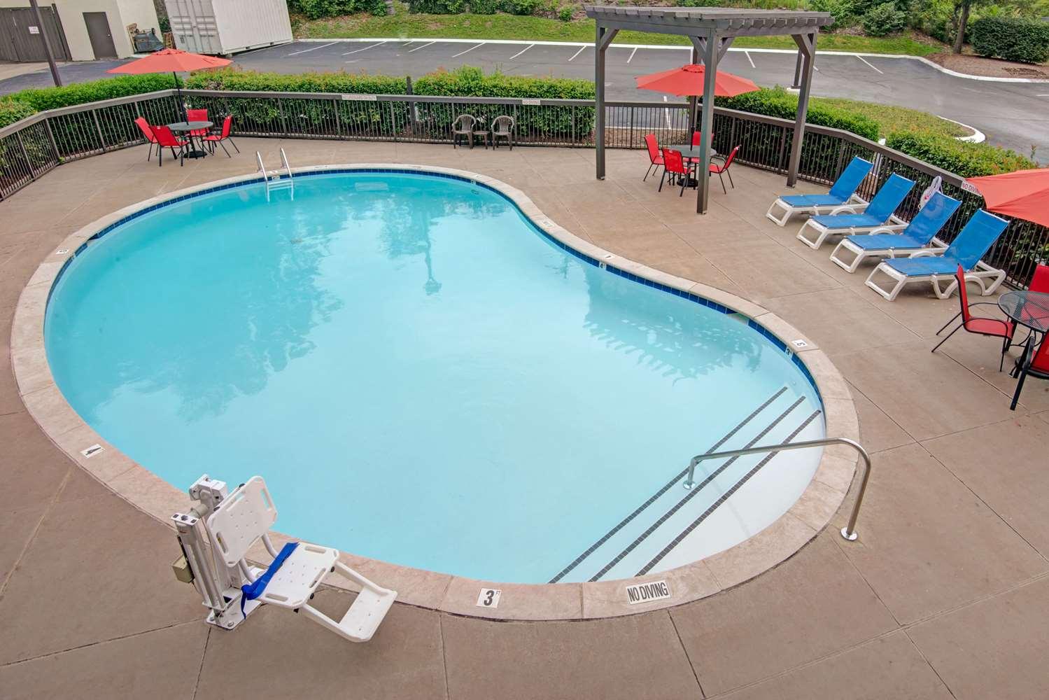 Pool - Baymont Inn & Suites Briley Airport Nashville