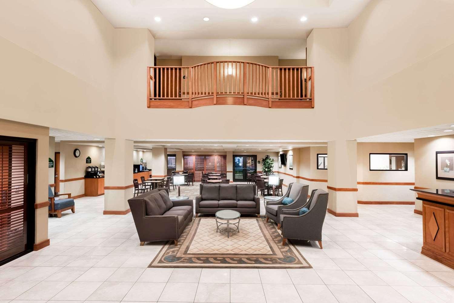 Lobby - Wingate by Wyndham Hotel Lancaster