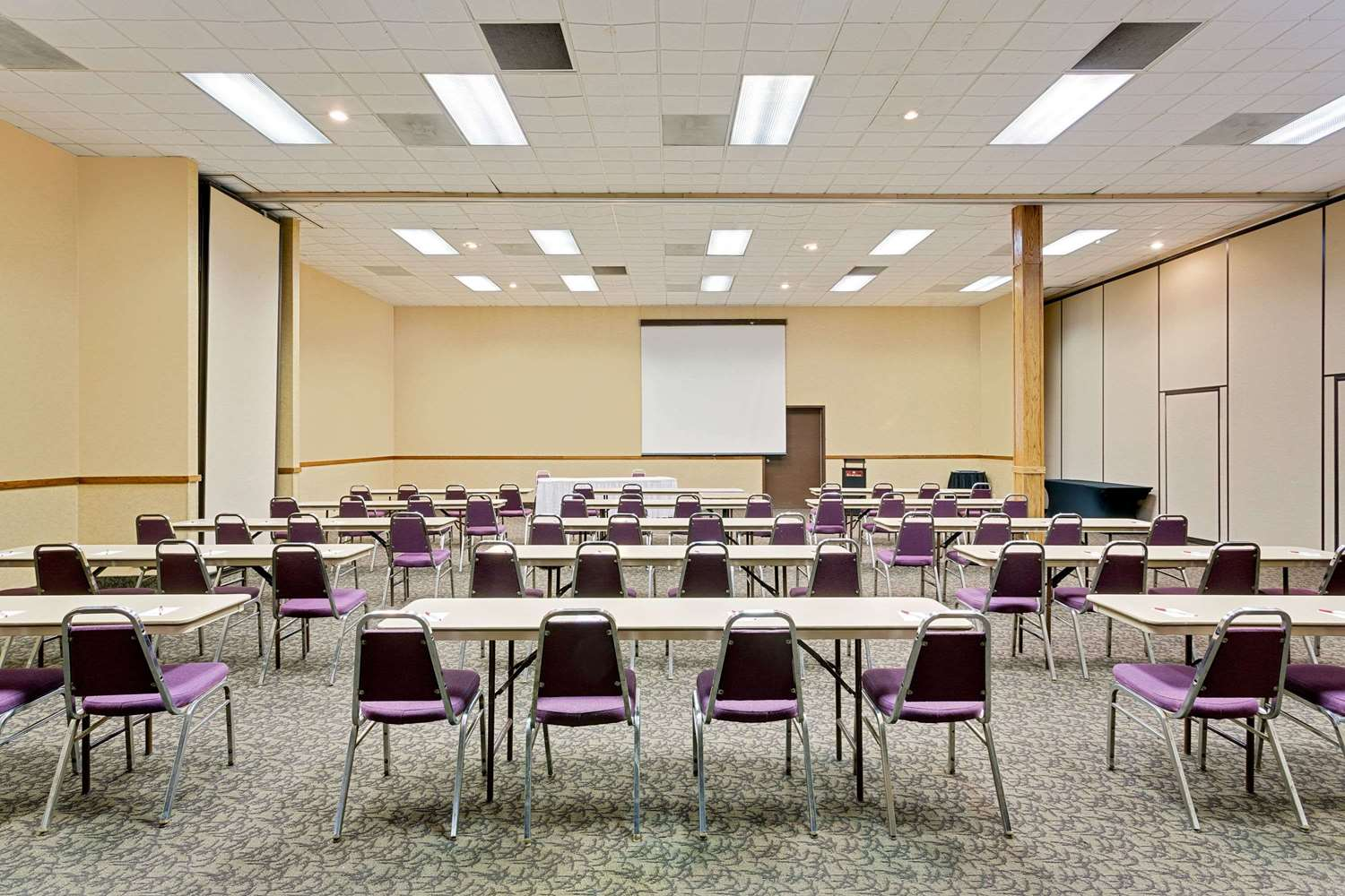 Meeting Facilities - Ramada Hotel & Conference Center Mitchell