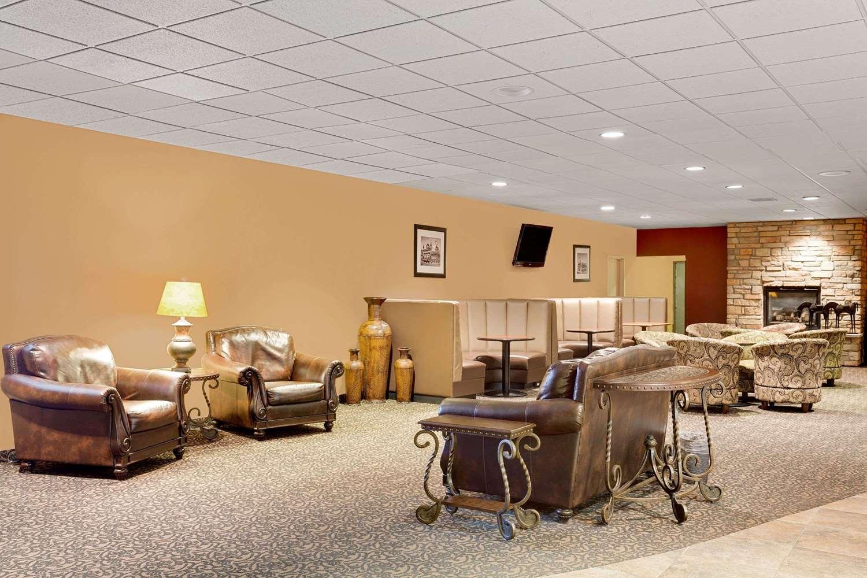 Lobby - Ramada Hotel & Conference Center Mitchell