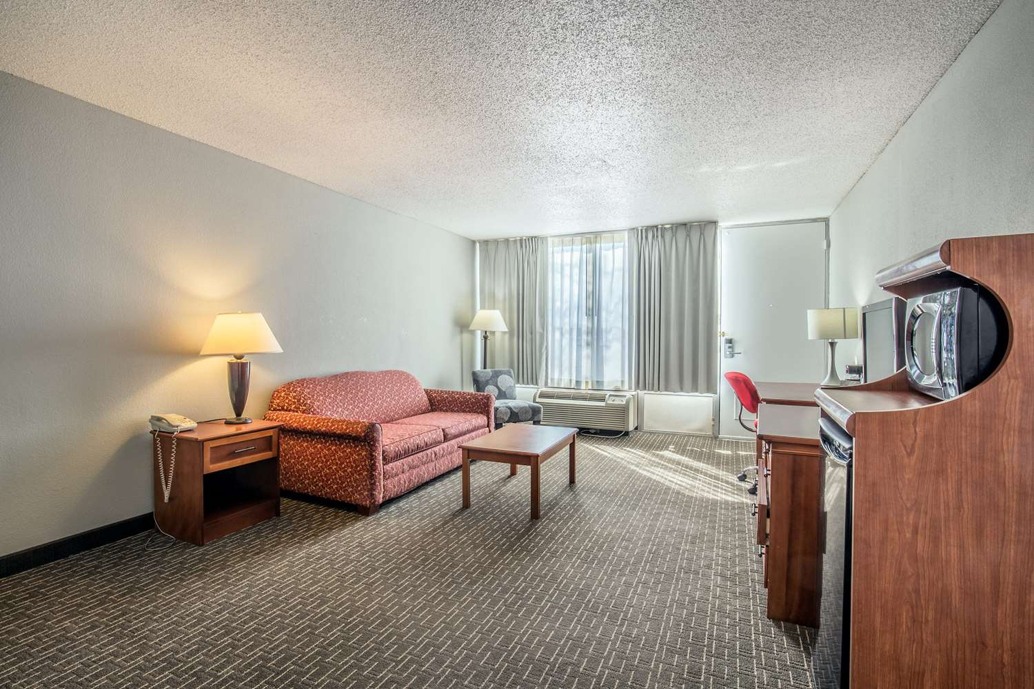 Room - Ramada Hotel & Conference Center Mitchell