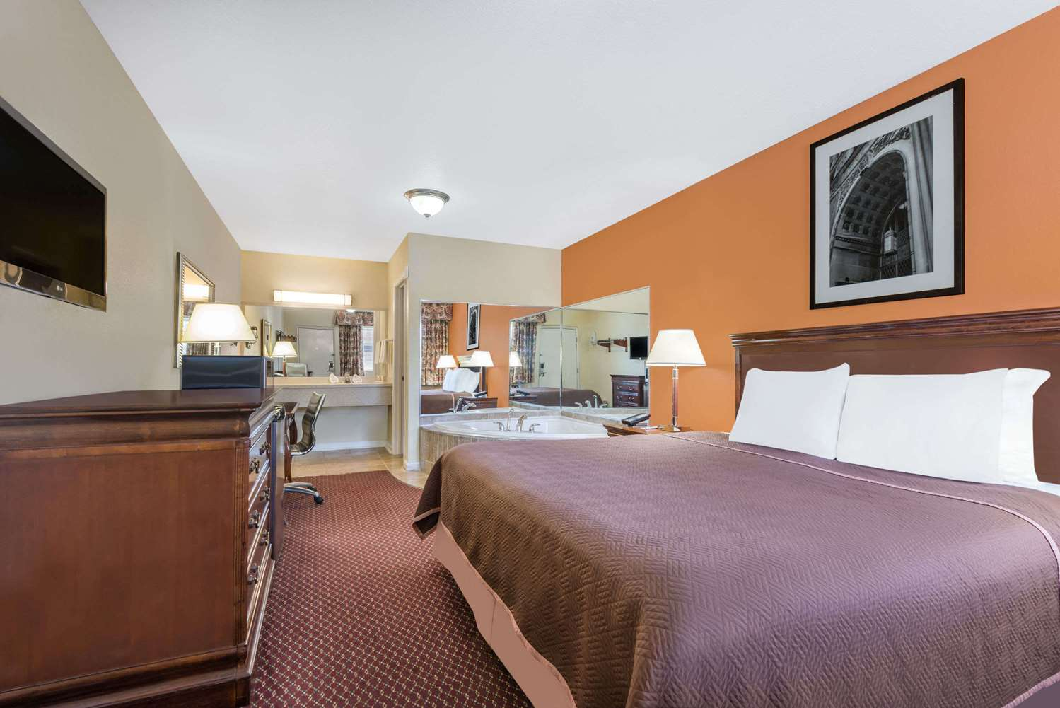 Suite - Travelodge Grove City