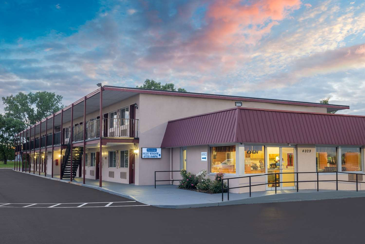 Exterior view - Travelodge Grove City