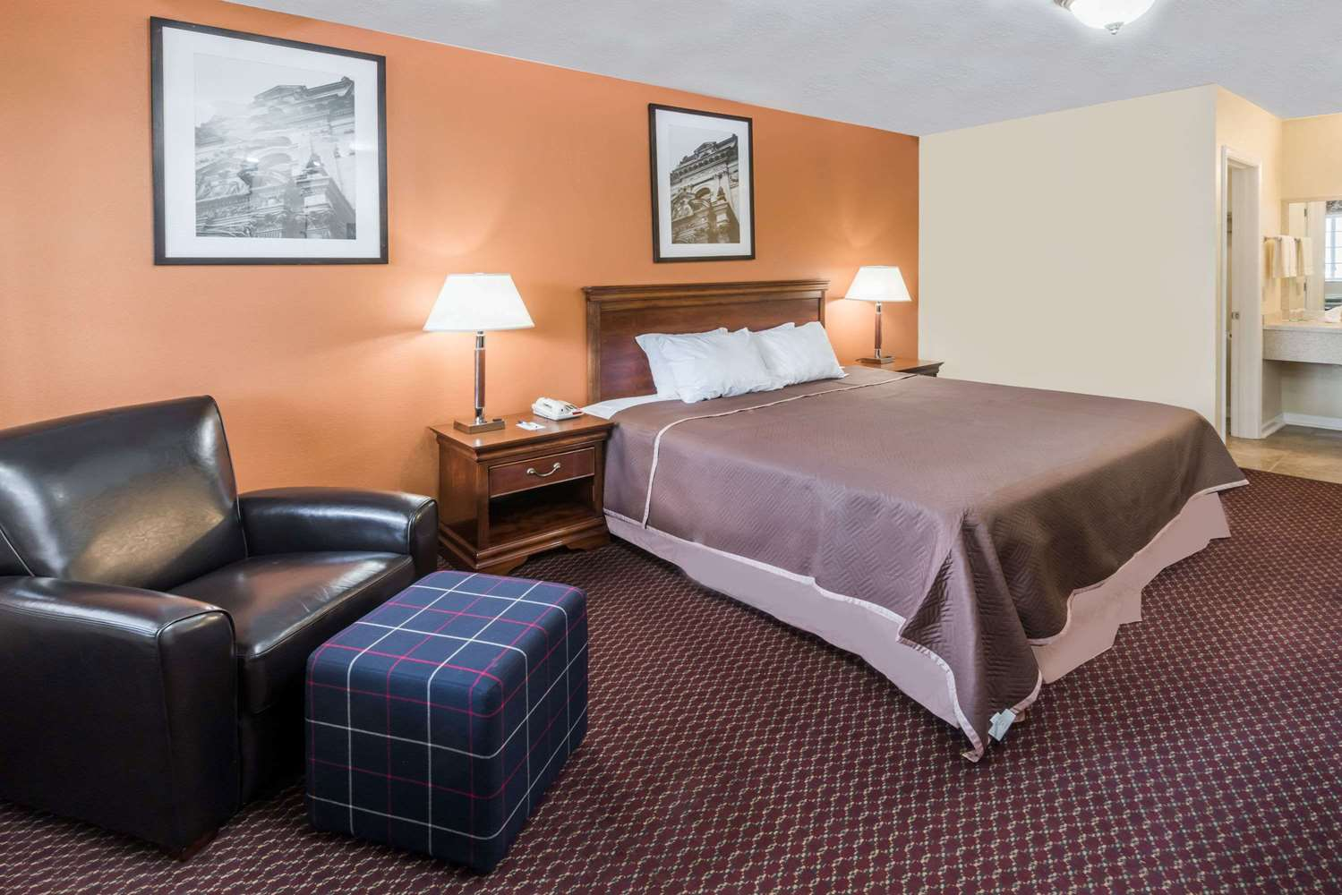 Room - Travelodge Grove City